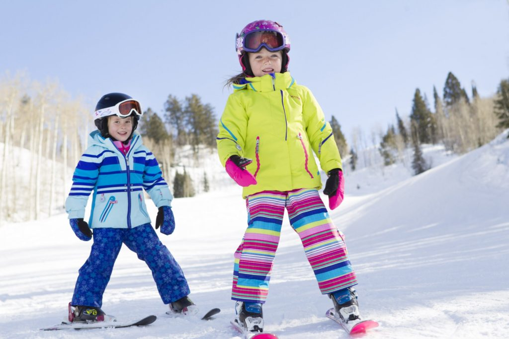 kids-girls-skiing-8072