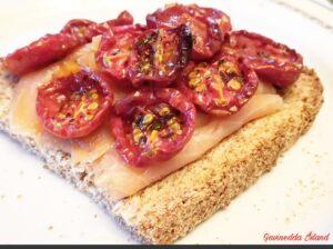 Bruschetta salmone e pomodorini confit