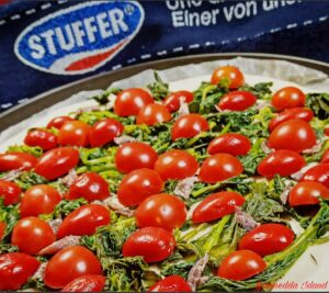Focaccia cime di rapa, acciughe e pomodorini_preparazione 2