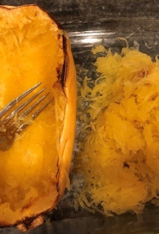 Looking for a healthy and yummy alternative to pasta? Then check out my post about how to cook spaghetti squash! It's really easy and delicious!