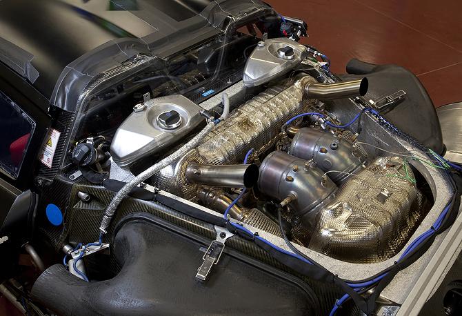 Porsche 918 Spyder Hybrid - Engine