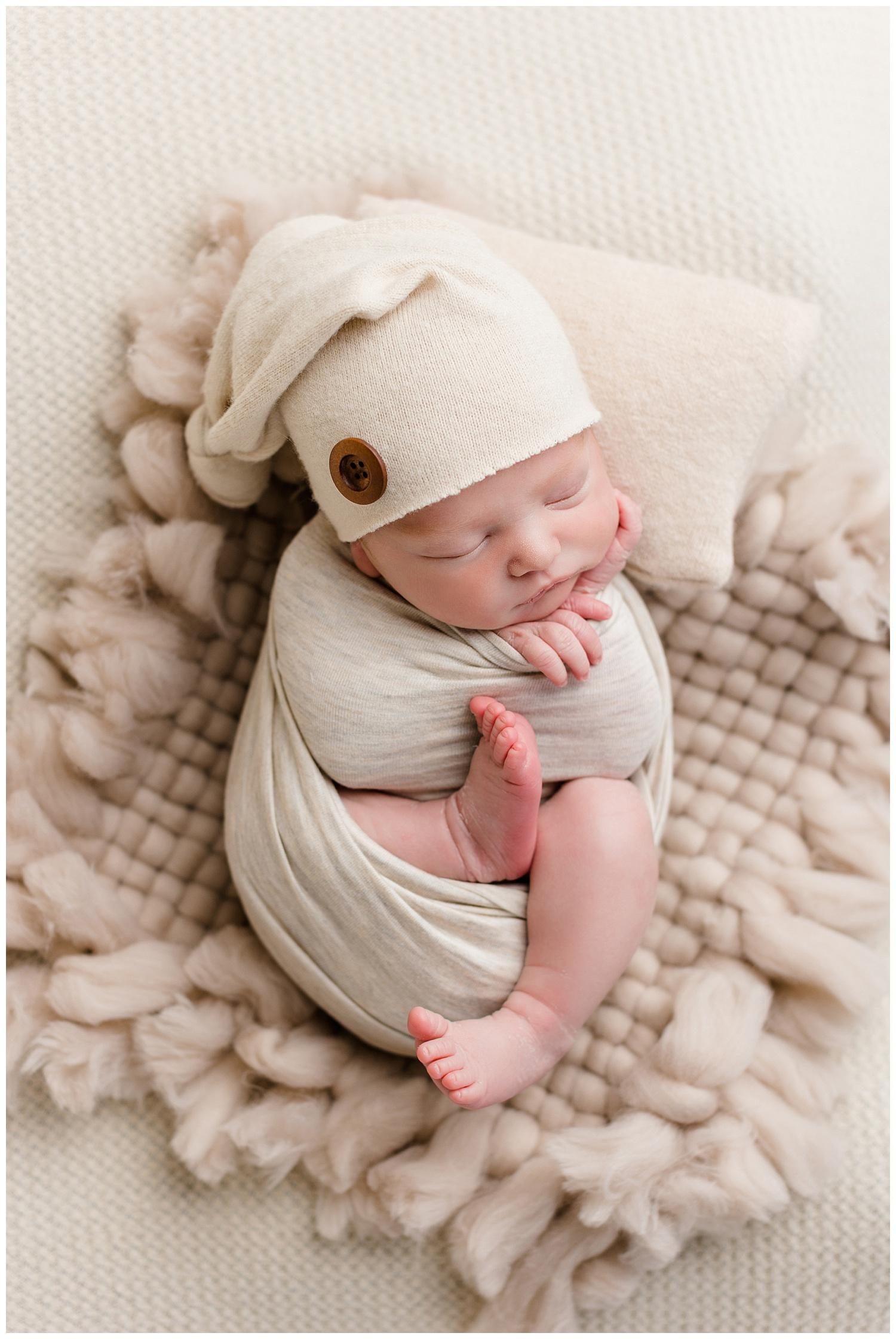 Neutral tones newborn baby boy Hudson | CB Studio