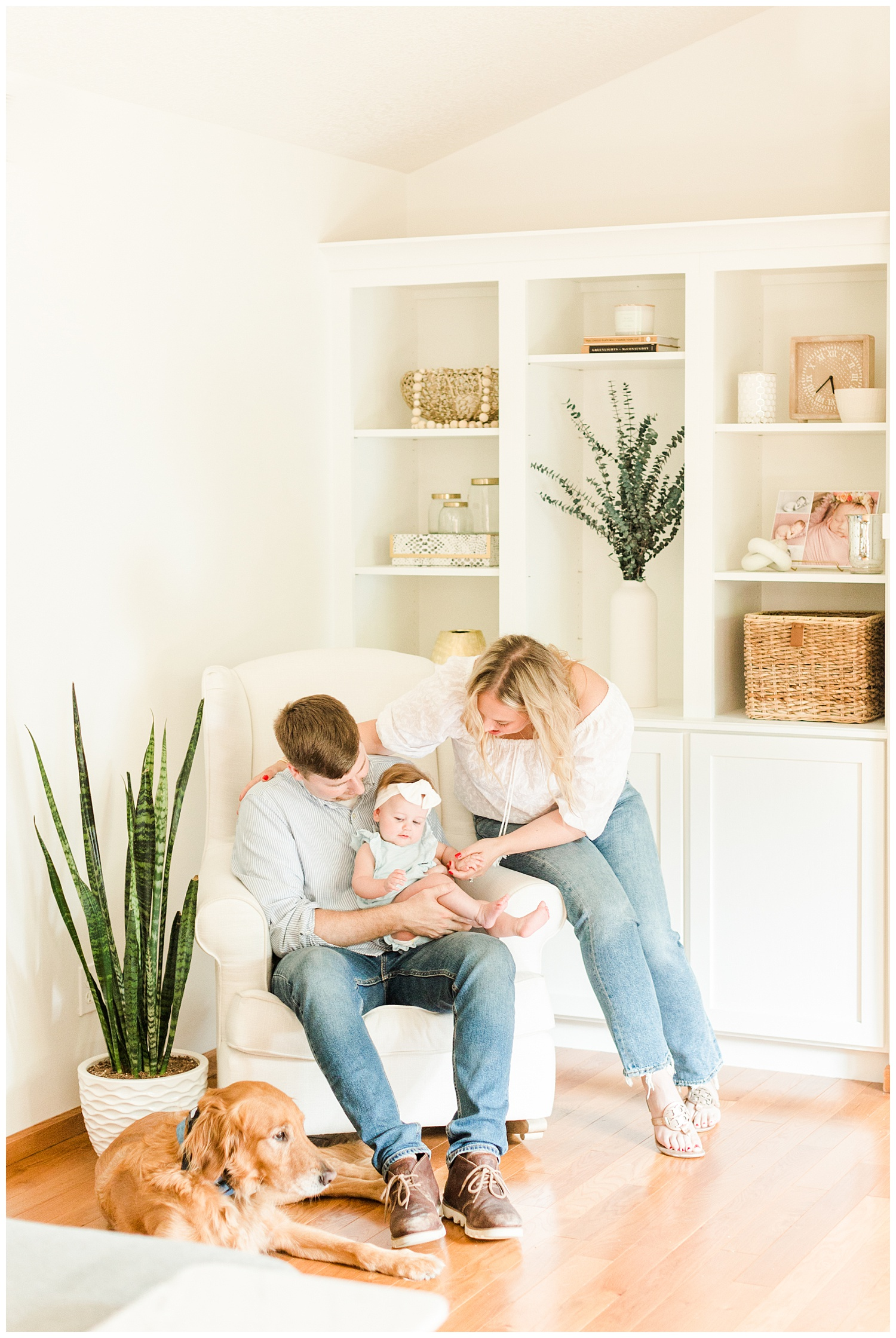 The Bollig family snuggles together in their living room | CB Studio