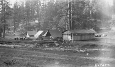 Co. 823, F-21, Hart Canyon June 1933 Bathhouse center