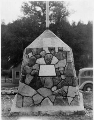 Co. 807 Indian Gardens Flagpole