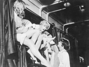 A still from Some Like It Hot