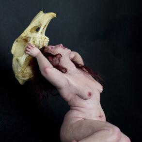 Ozlem Akin-sculpture-the crowning-skull-figure