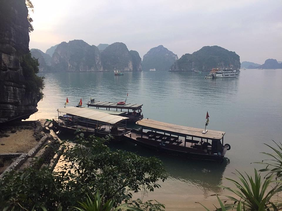 Travel to Vietnam: Beautiful Halong  Bay