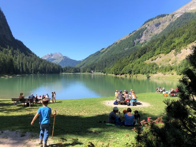 Family hikes in the French Alps - Lac Montriond