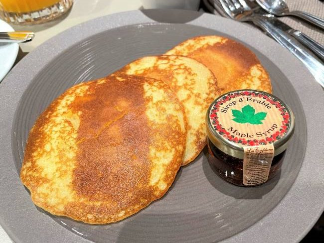 Breakfast at Empire State Club Hotel New York