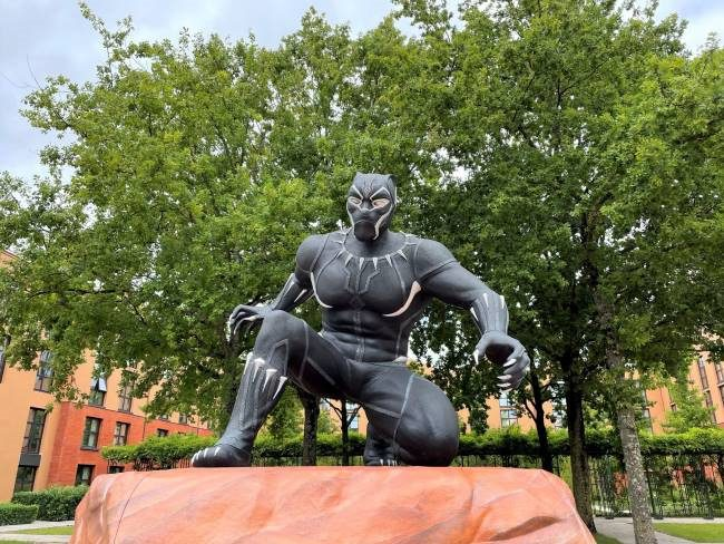 Black Panther statue Lake Disney Paris