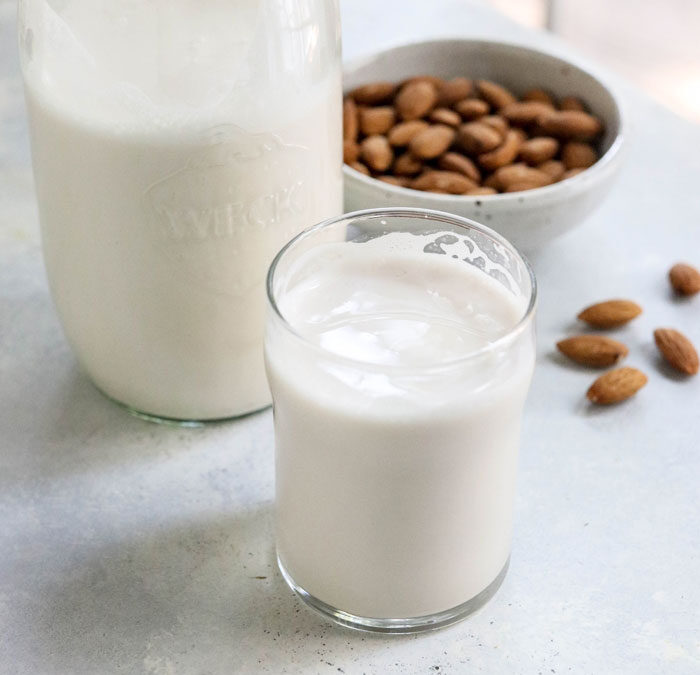 Homemade Almond Milk, Delicious and Simple!