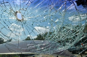 cracked-windshield-repair_full