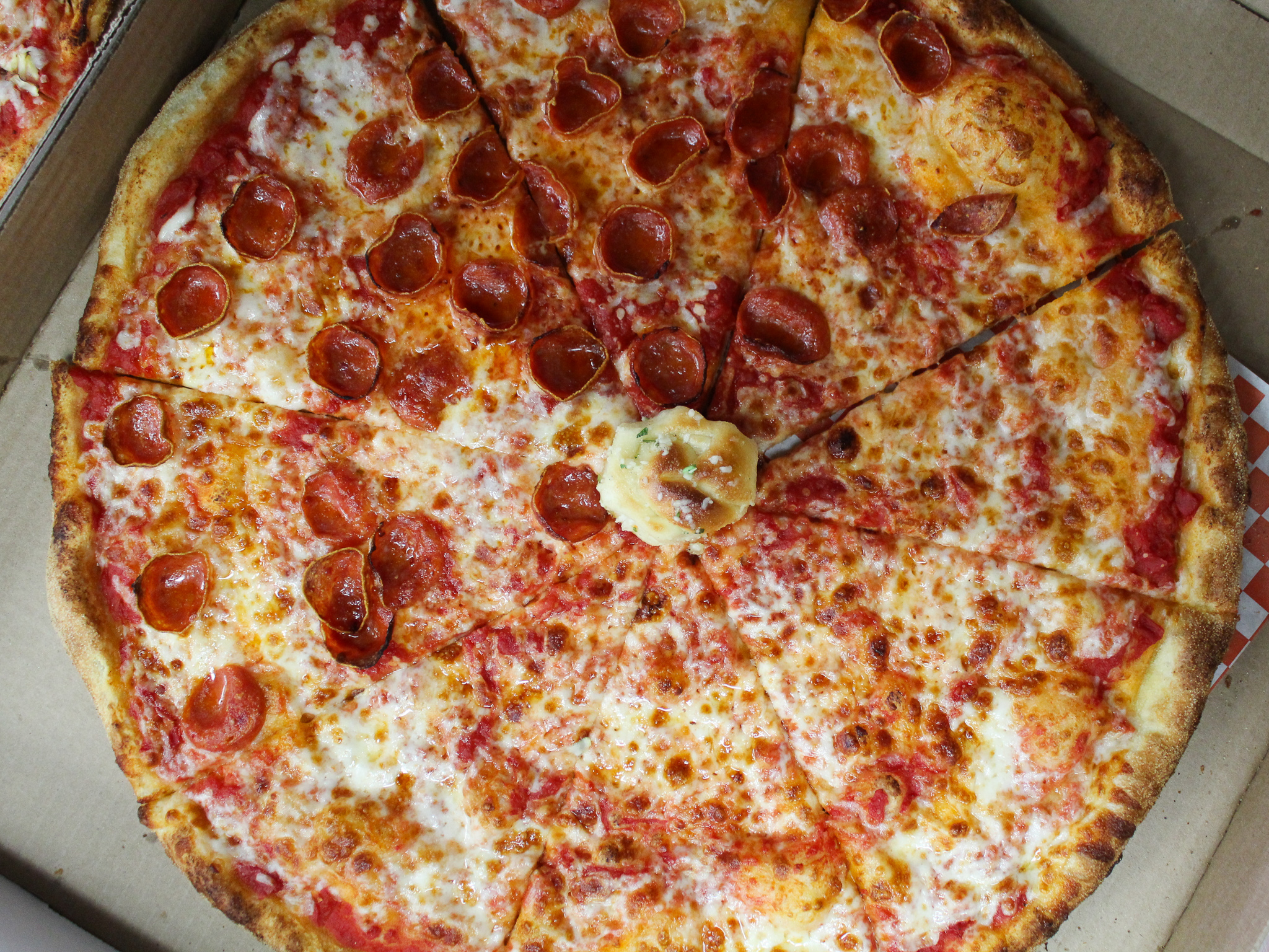"""Mom's Pizza and pasta - 28"""" party sized pepperoni pizza"""