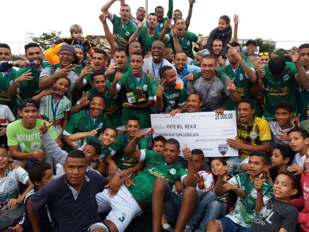 Palmeirinha comemora seu bicampeonato (Foto: Caio Henrique/FCS)
