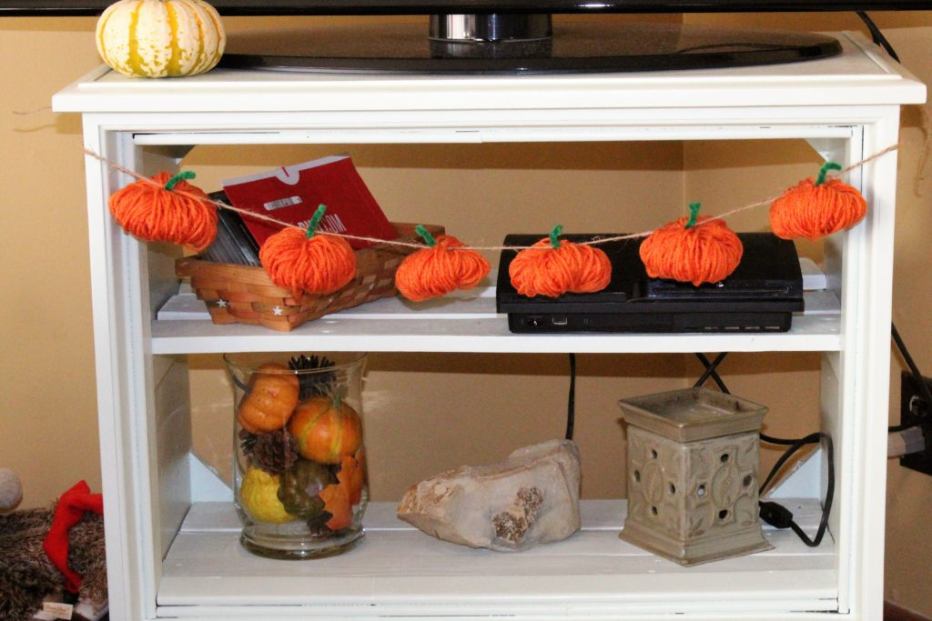 Budget Friendly Pumpkin Garland