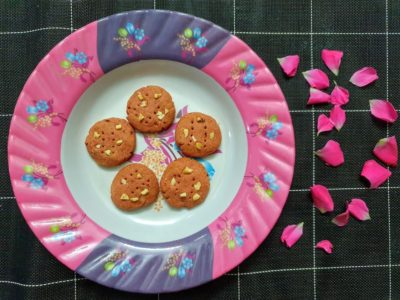Whole wheat Nuts Rose cookies