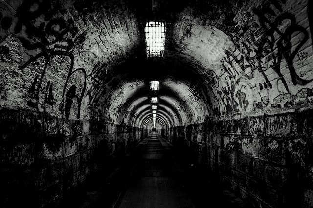 tunnel-237656_640-001