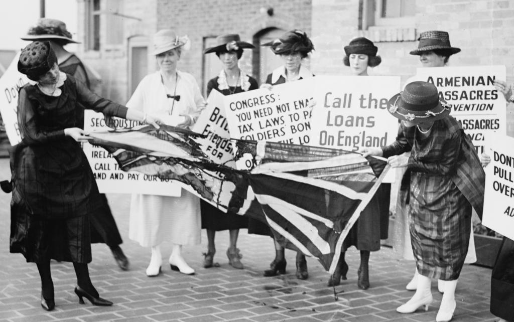 A_group_of_women_on_the_sidewalk,_June_3,_1920