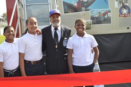 Tuskegee Airmen Nelson Robinson pose with Students
