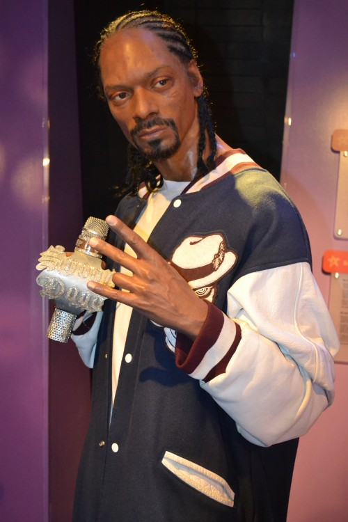 Snoop Dogg looks so real.