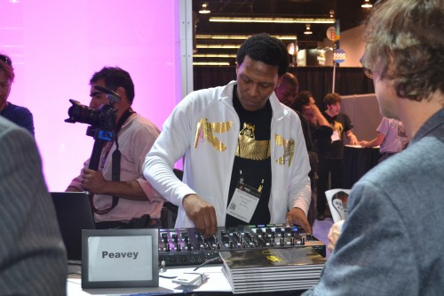 Keith Shocklee of Peavy, demonstrates PV mixer