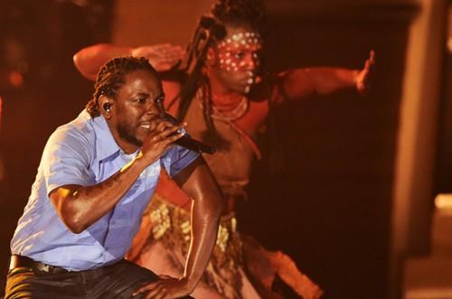 01-Kendrick-Lamar-performance-grammy-2016-billboard-650