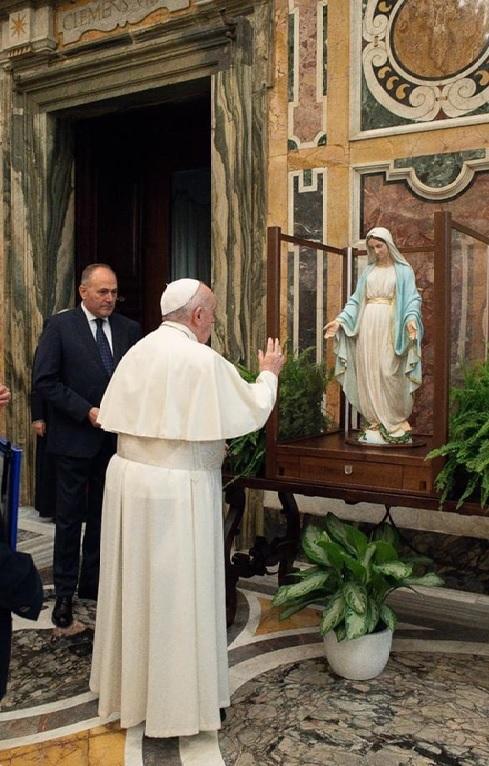 Papa Francesco e Madonna della Medaglia Miracolosa