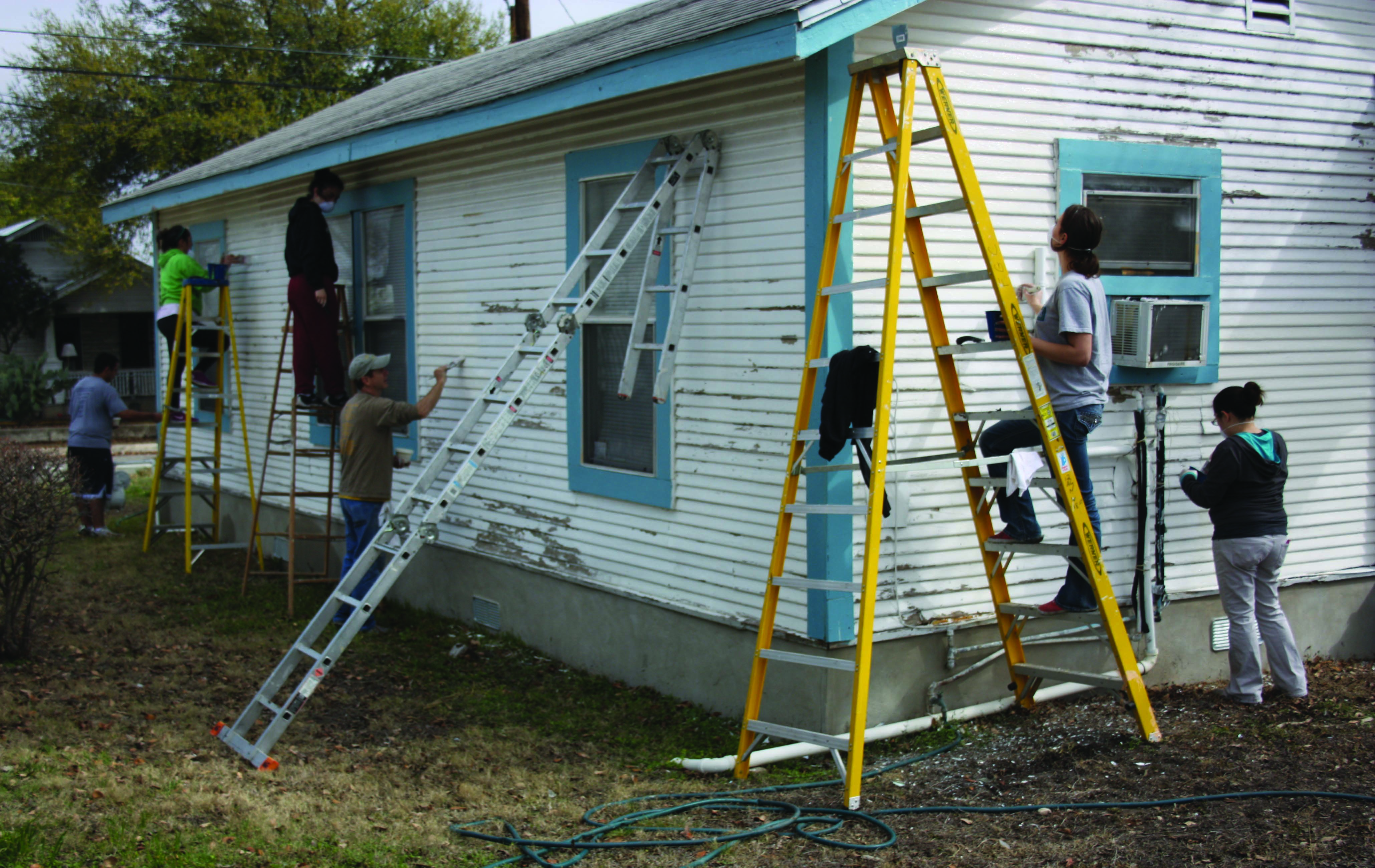 UIW students, faculty and staff give back during Spring Break 2014