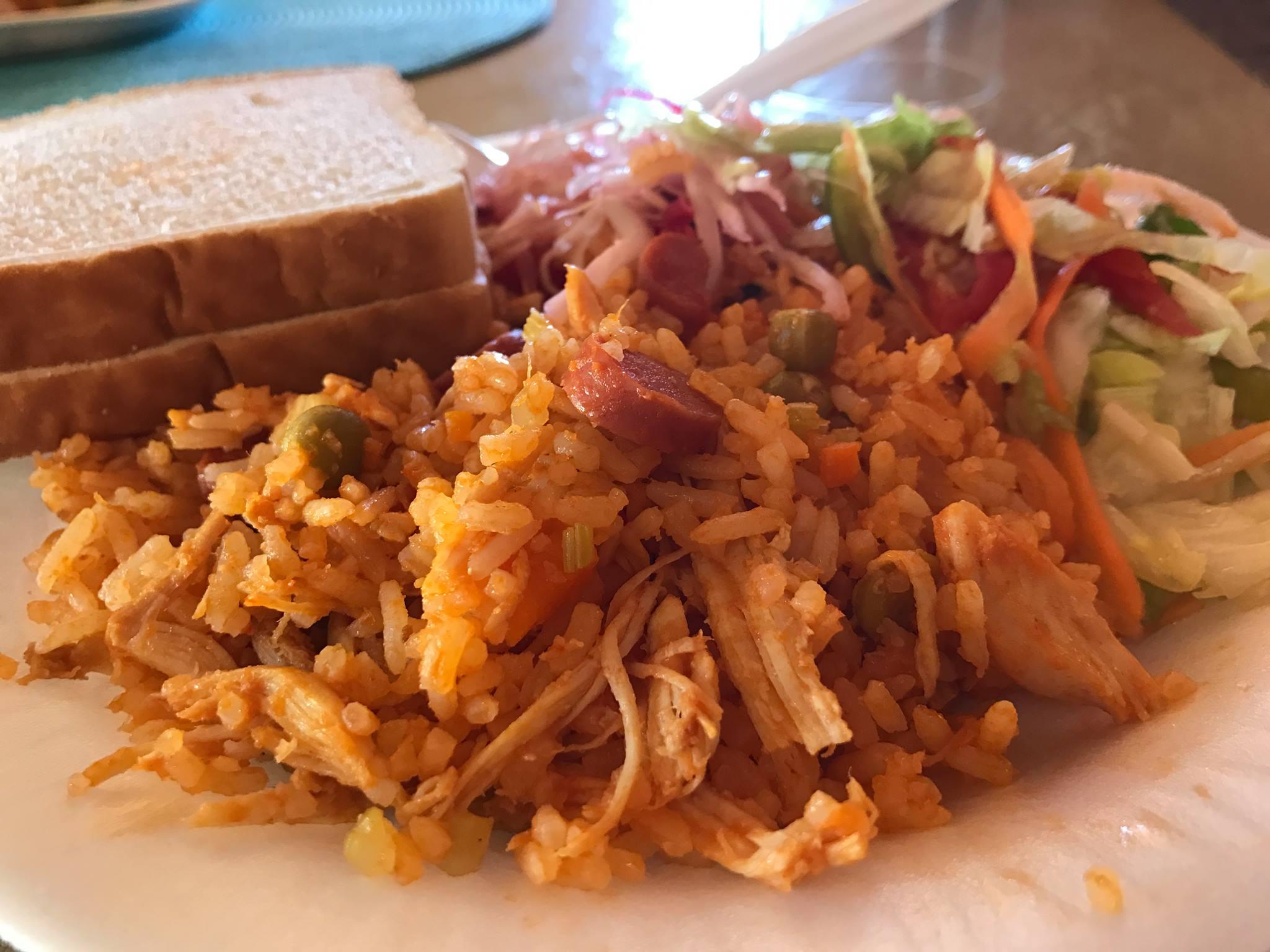 ¿Porqué los Nicas comen Arroz a la Valenciana?