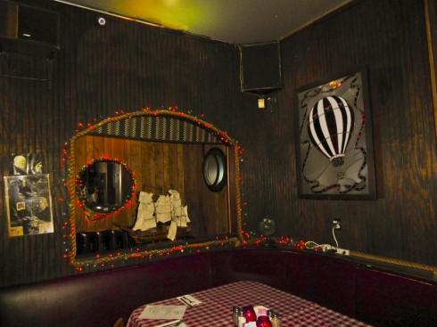 Chez Jays-decor