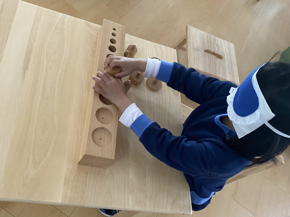 Primary student blindfolded while solving puzzles