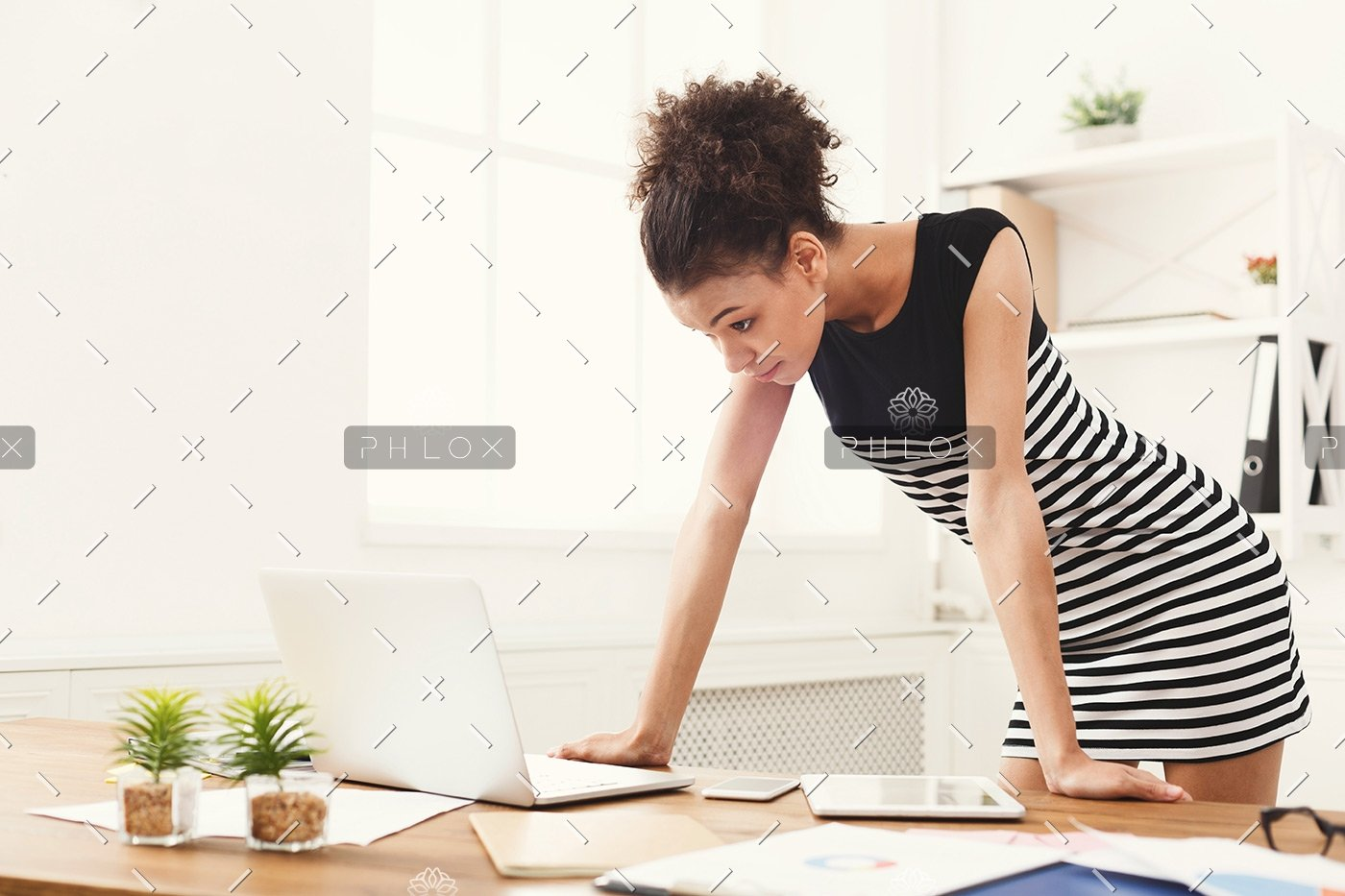 business-woman-working-on-laptop-at-office-PRFJKQJ