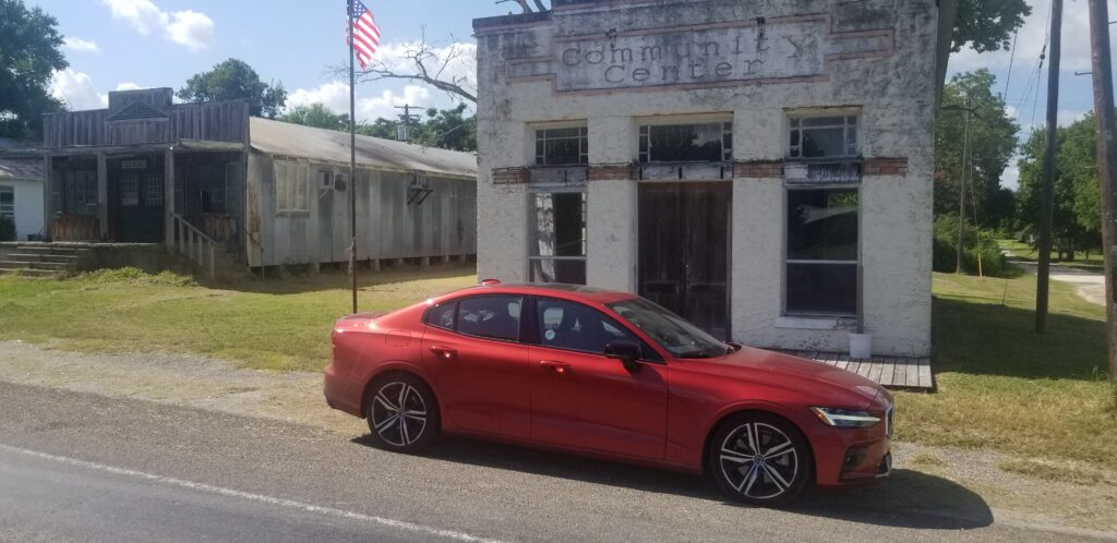 2019 Volvo S60 T6 is stylish and surprisingly powerful