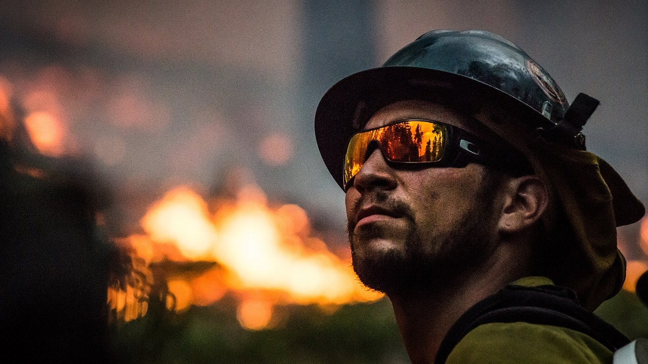 fire-fighter-2268732_1280