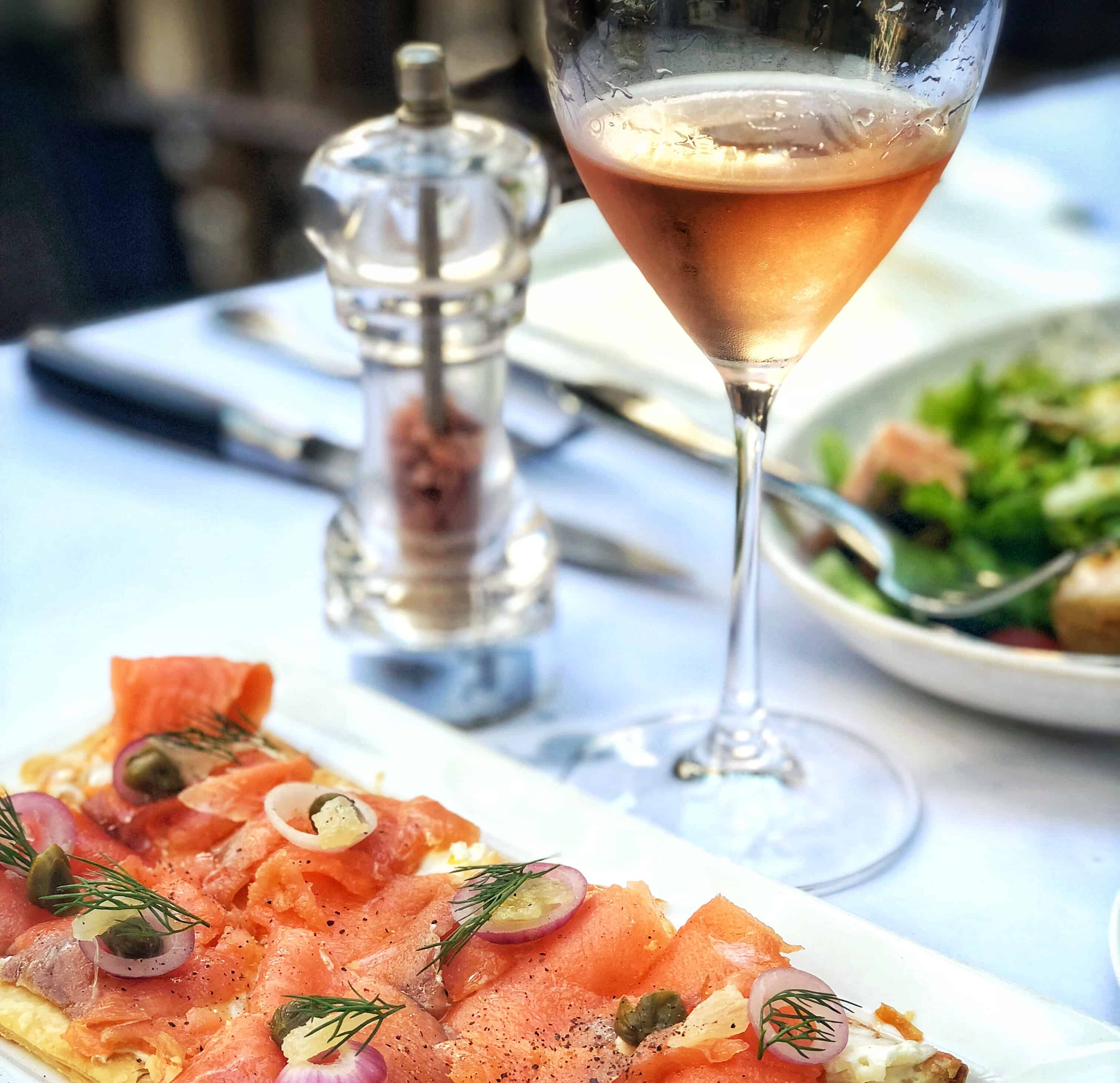 Wine and pizza: what to bring to your next party