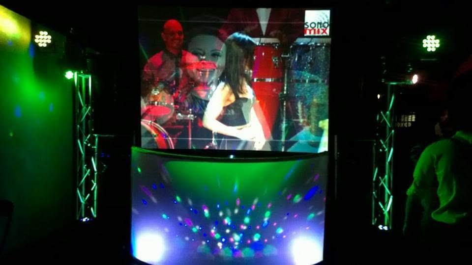 pantalla y proyector dj