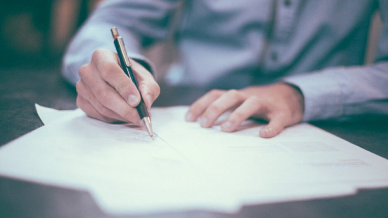 Demetrix Signs its First Contract