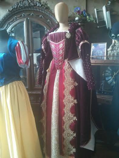 16th_century_costume_front3_miss_italy_multiverse