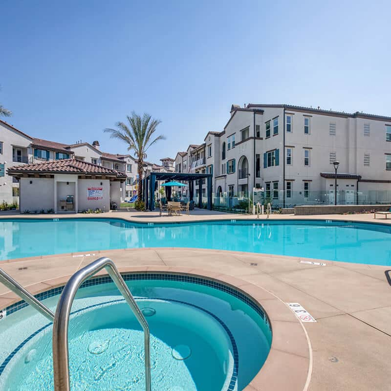The Crossings of Chino Hills jacuzzi and pool area