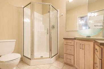 1739 N Washington Street Unit-small-021-016-Bedroom 2 En Suite Bath-666x444-72dpi