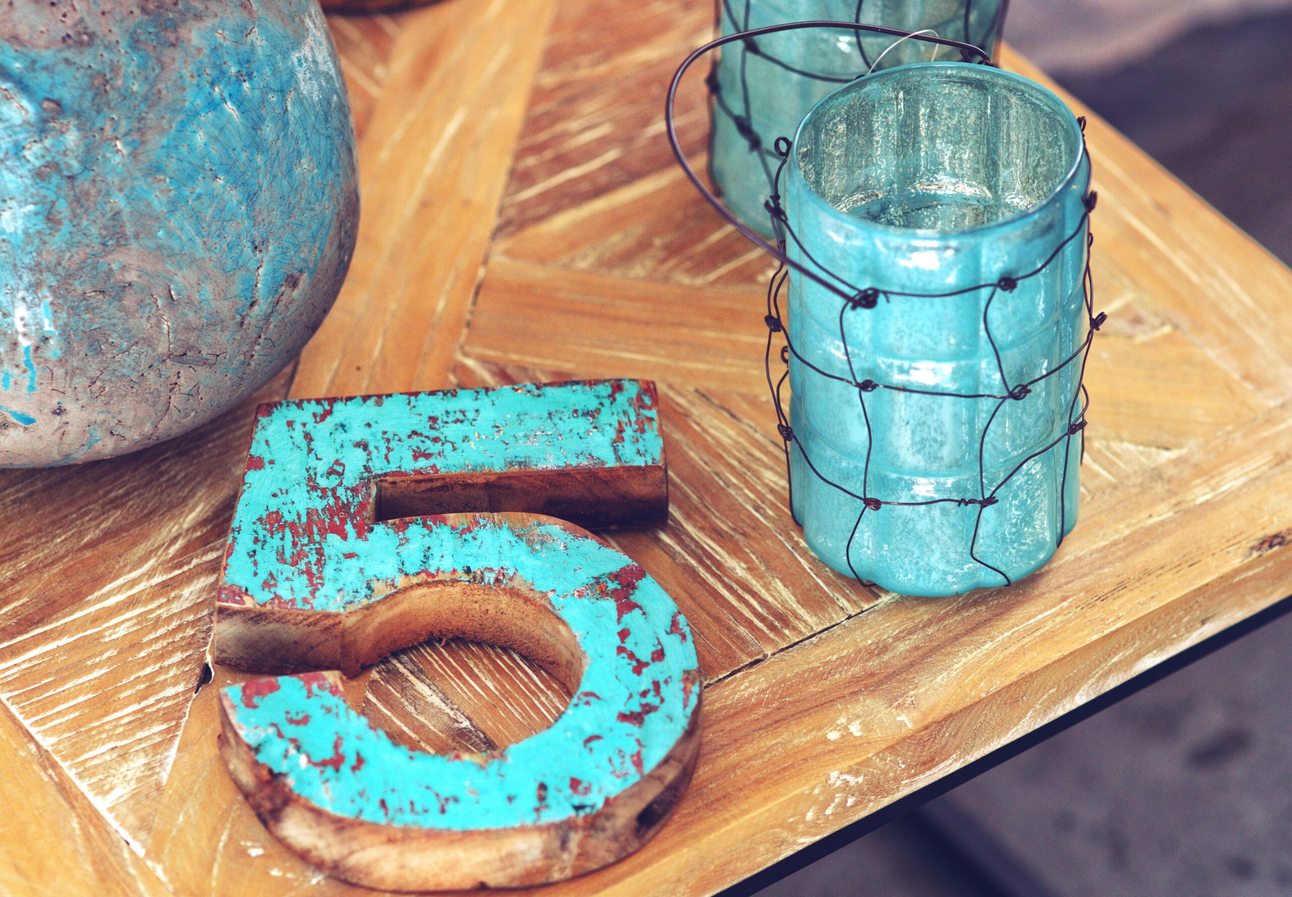 Canva-Home-decor-_-wooden-number-5