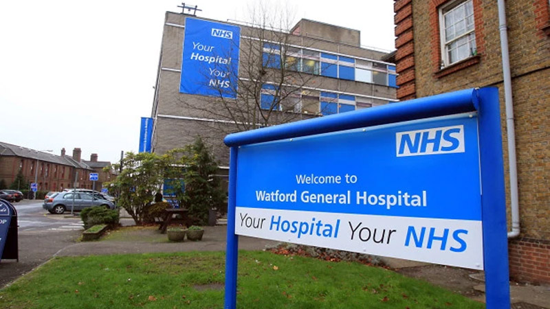 Watford hospital shuts A&E after problem with oxygen during coronavirus crisis