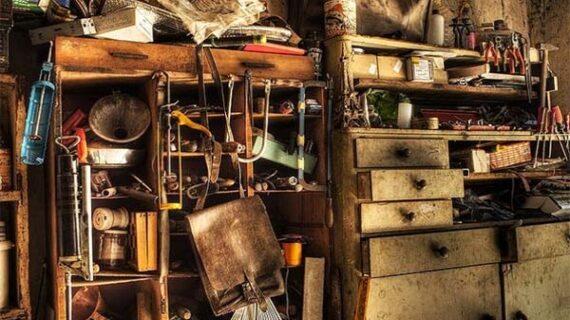 घर में न रखें बेकार सामान