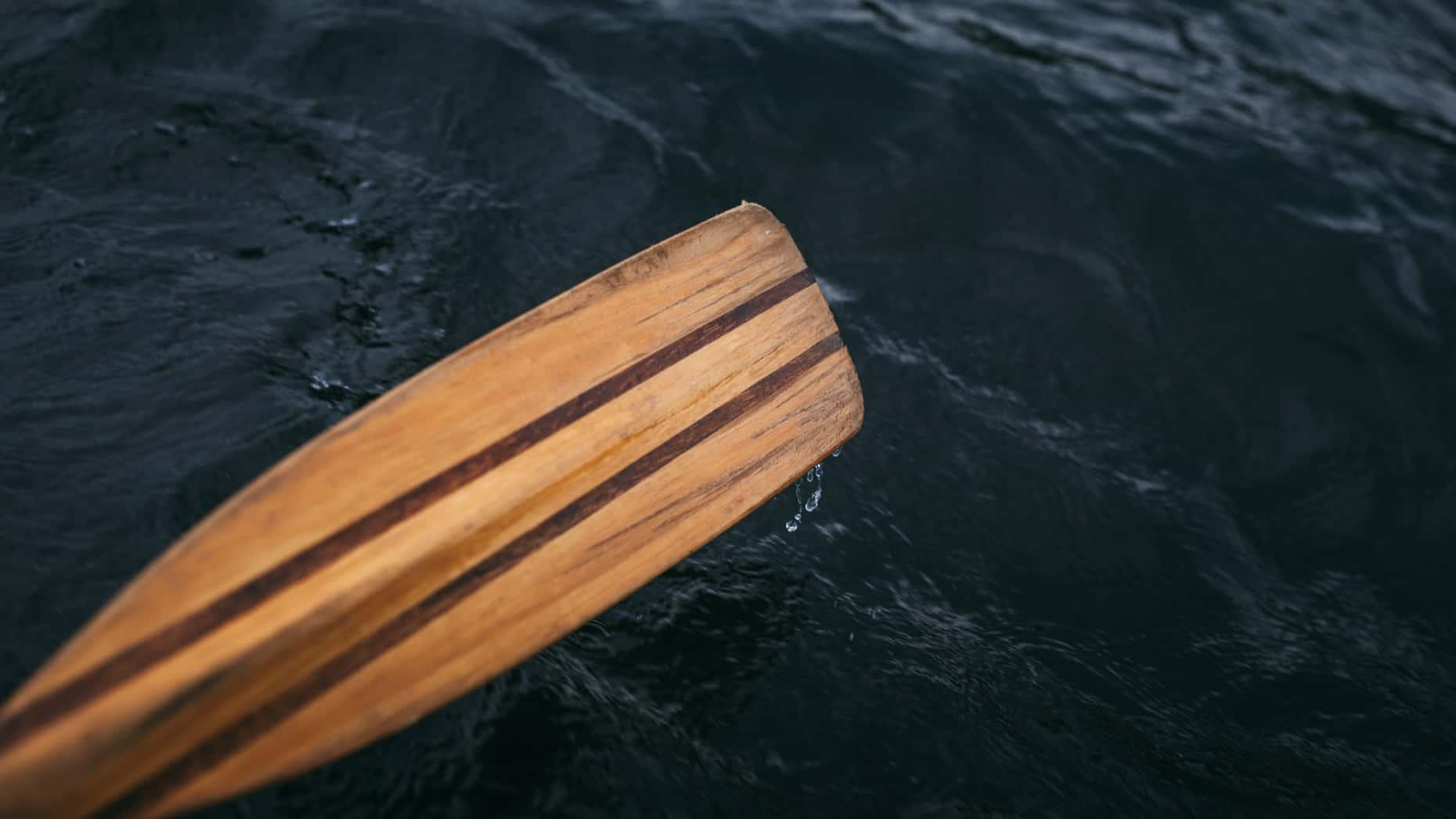Oar paddling in the water
