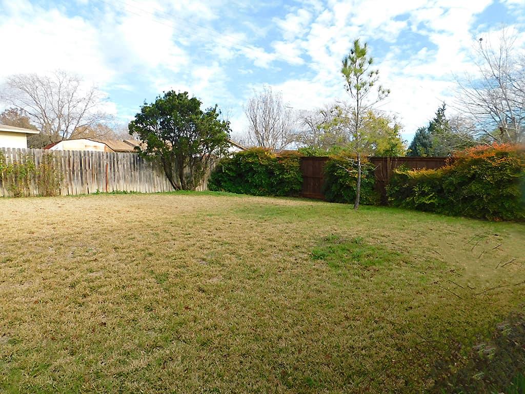 Austin TX sober living house backyard