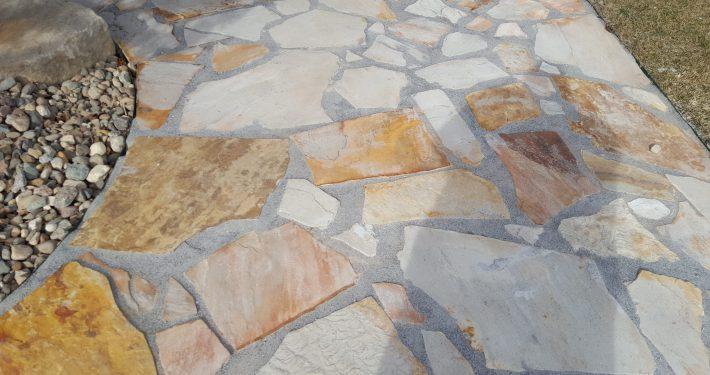 Ament stone walk way