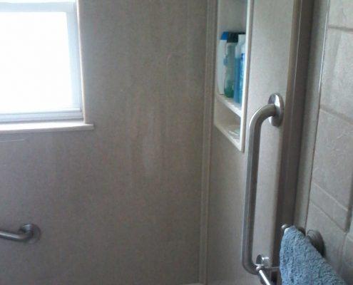 Hammontree Bathroom Onyx Corner Shower Seat