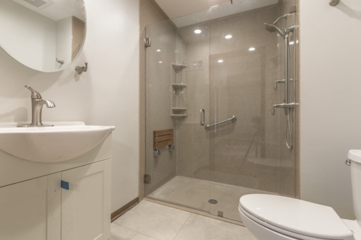 Davis bathroom Onyx shower with glass door