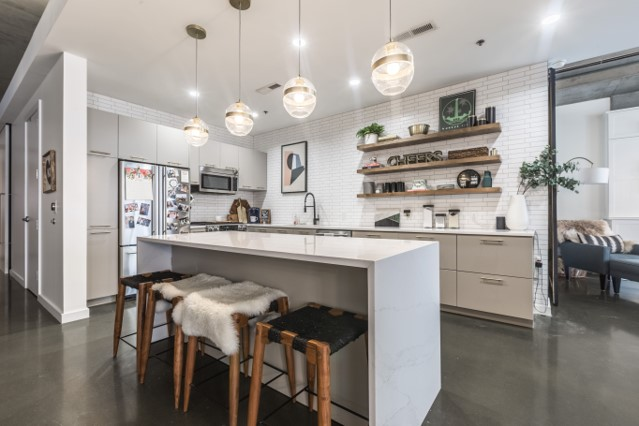 Kansas City condo uses open concept and island to wow the eye